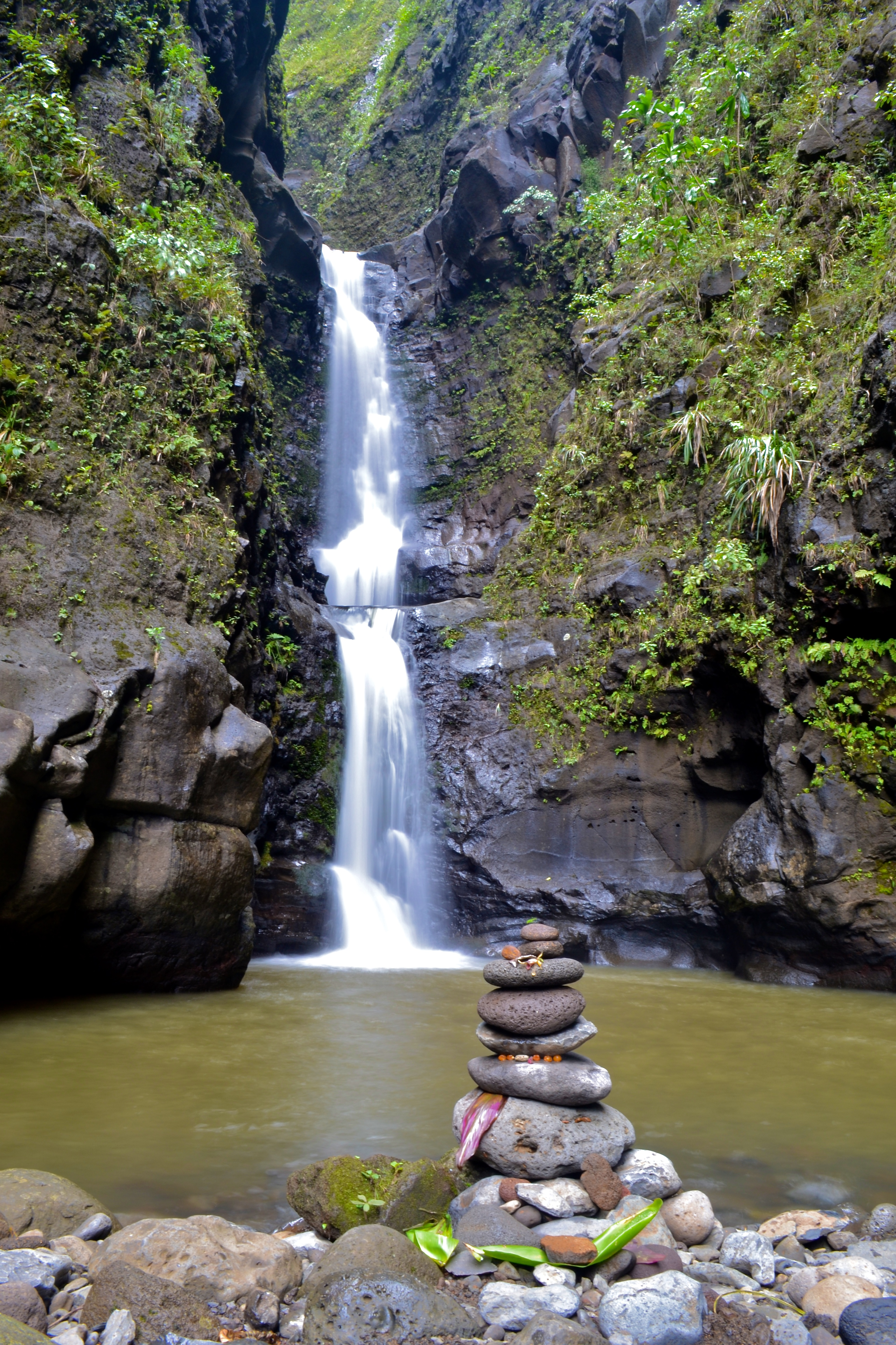 Makaleha waterfall